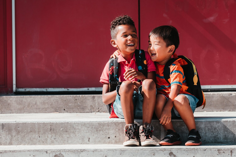 kids-giggle-on-steps